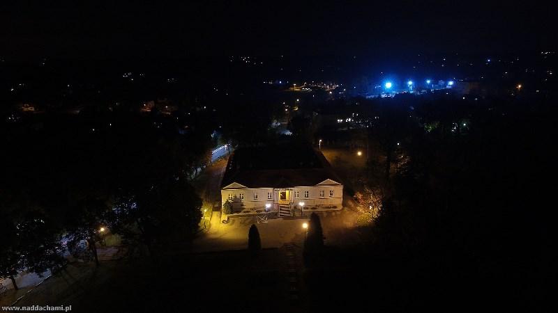 Urząd Gminy Bestwina z drona nocą