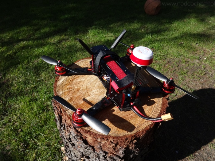 dron wyścigowy