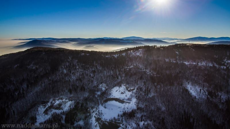 Widok z Kóz k. Bielska-Białej na kamieniołom i Tatry