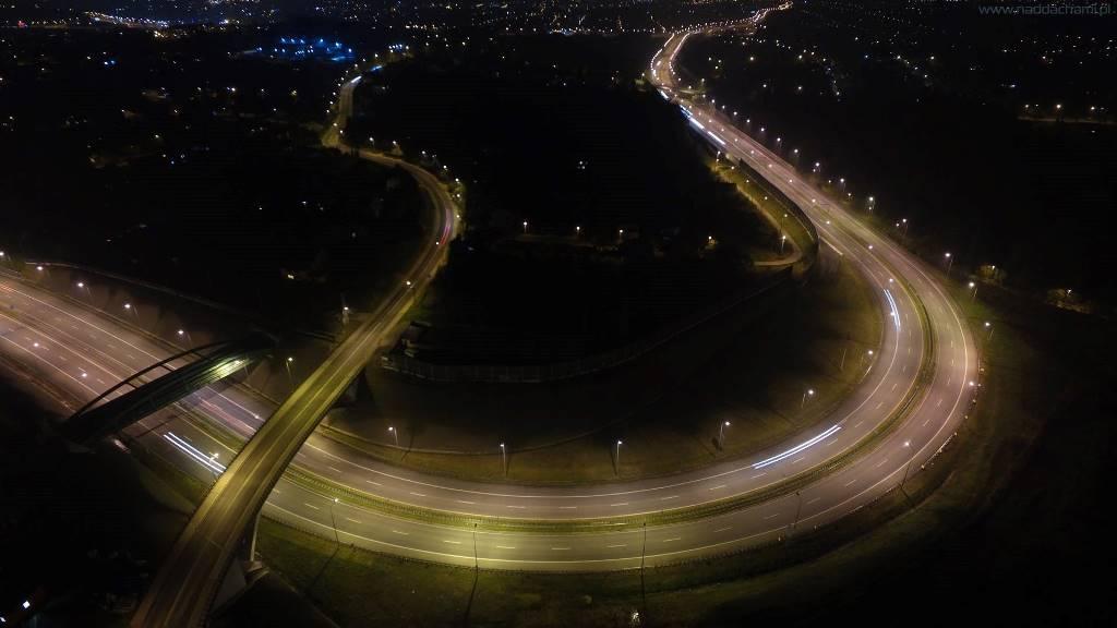 Zdjęcie nocą z drona