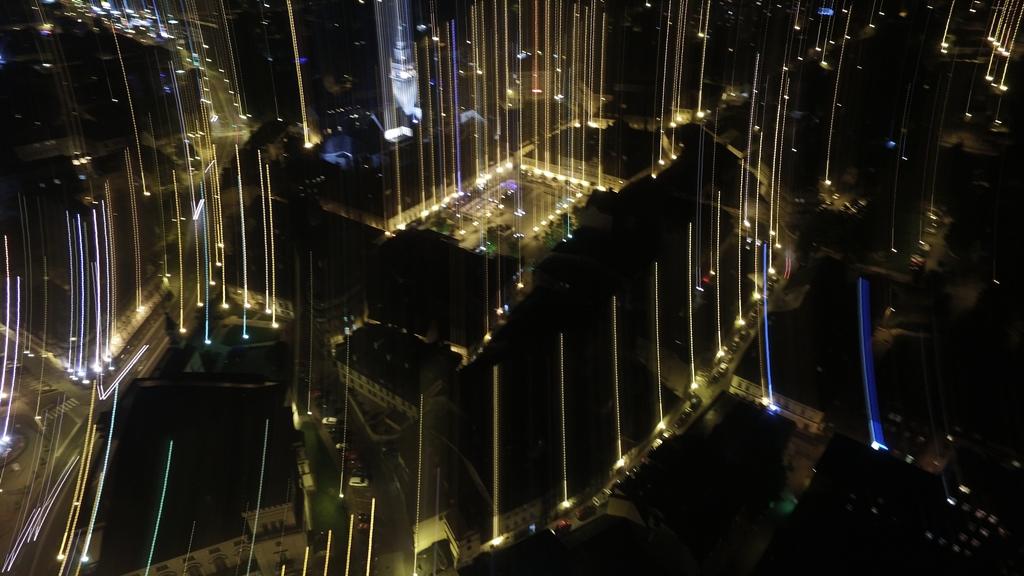 Poruszone zdjęcie nocne z drona