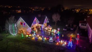 Świąteczne Oświetlenie w Cięcinie u Państwa Biegunów